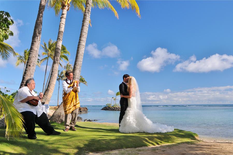 Beach Wedding Ceremony Oahu: Hawaii Wedding Locations